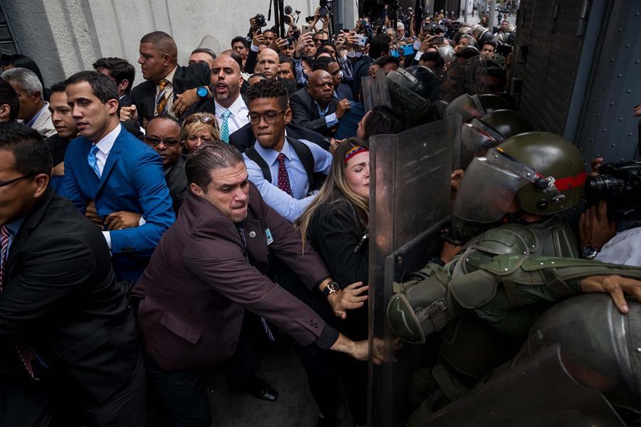 "Juan Guaido denuncia ""golpe al Parlamento"""