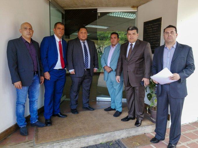 """Luis Parra niega haber querido ingresar """"abruptamente"""" a la CEV"""
