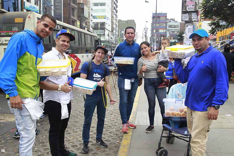 El dilema sobre si los venezolanos en verdad le quitan el trabajo a los peruanos