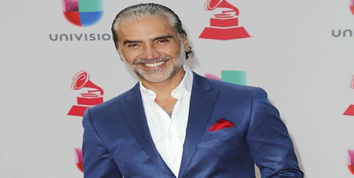 Alejandro Fernández demanda a imitador