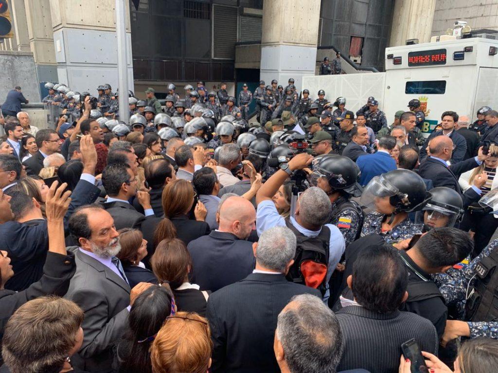 PNB impide a Guaidó y otros diputados entrar a la AN este #5Ene