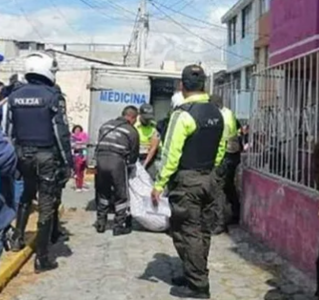 sospechan que la pareja que cayó de una terraza teniendo relaciones sexuales fueron empujados