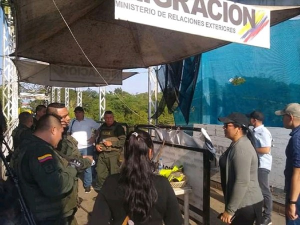 """Cierran frontera colombo-venezolana por enfrentamientos entre el Eln y """"Los Rastrojos"""""""