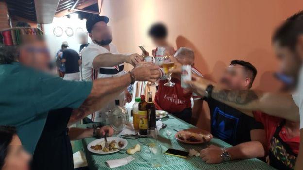 Después de la fiesta la familia comenzó a presentar síntomas semejantes a los del covid-19