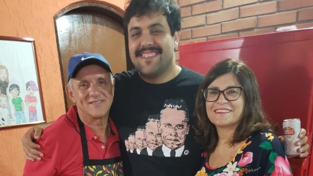Paulo junto a su hijo y su esposa, Vera Pereira