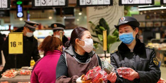 """China dice tener menos de 1.300 contagiados """"activos"""" de coronavirus"""