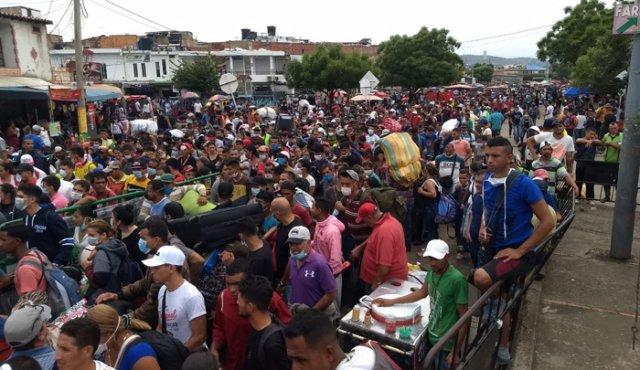 Un millón 825 mil venezolanos estarían radicados en Colombia