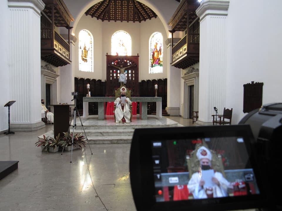Miles de personas siguieron la transmisión en vivo de la misa con el obispo, desde la Catedral | Foto Prensa Diócesis SC